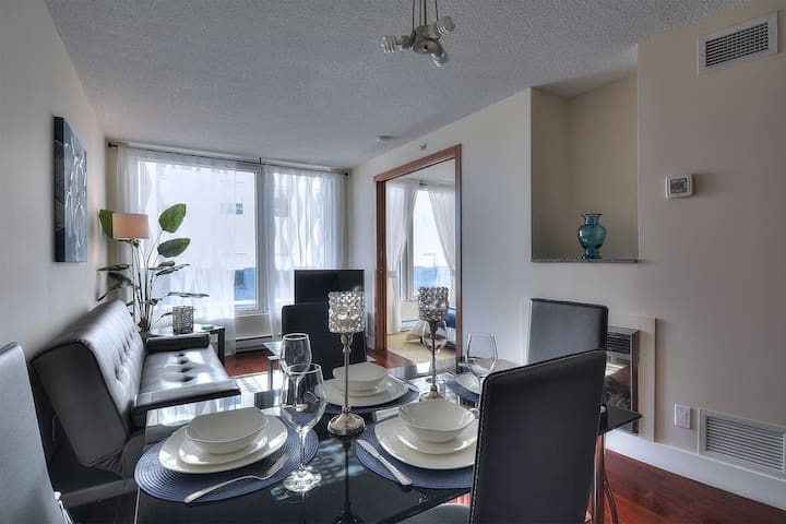 New Luxurious Condo in Old Montreal-0020
