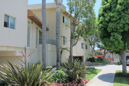 Spacious 3 Bedroom San Pedro Beach Life Living! - Los Angeles - Apartment