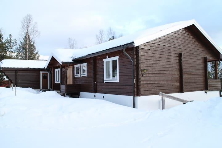 Rymlig och familjär stuga i Björnrike