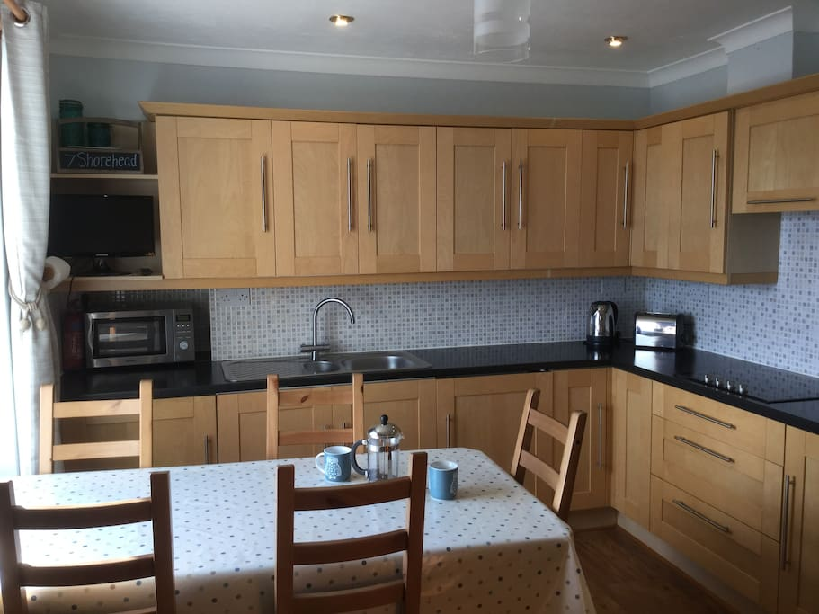 The house has a well equipped kitchen, with dining table able to seat 6.