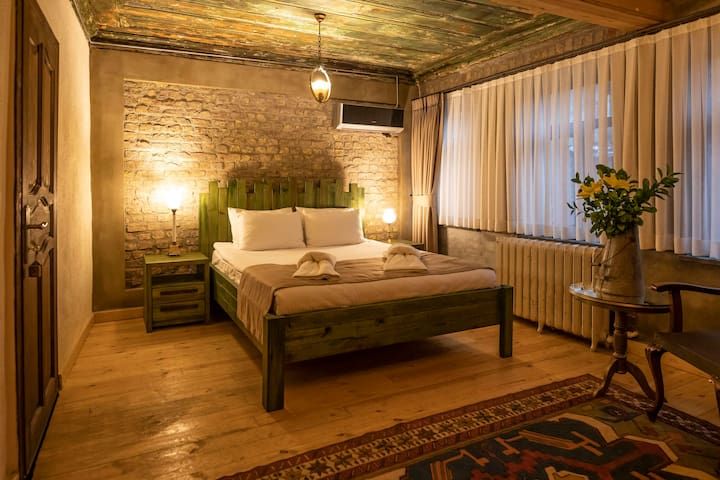 History with Comfort in Old City (Room #2)