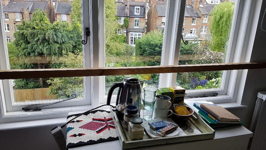 Extra teas and coffee in your room