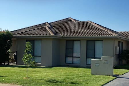 'The Retreat' Modern & Comfortable - Tamworth  - Hus