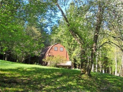 Rustic Cabin Perfect for Peaceful Getaway