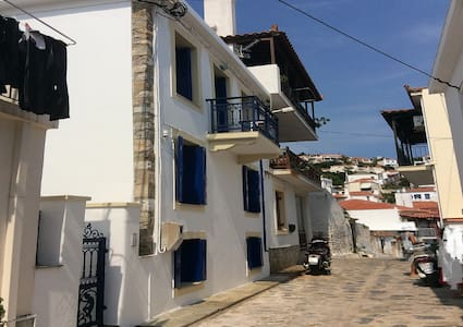 low priced cozy townhouse comfortable for 6-9 pers - Skopelos