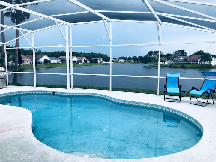 Upscale Contemporary Waterfront 3/2 private Pool