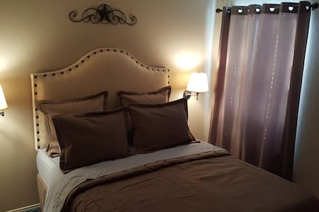 Larrys Place - Crowley - Bed & Breakfast