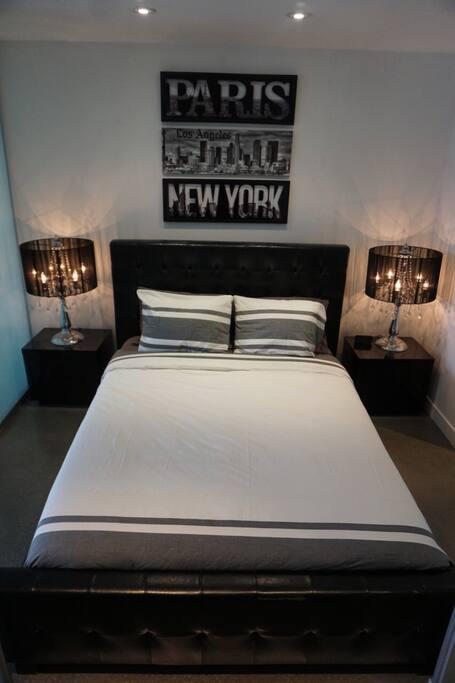 The Main Bedroom - Queen Size Bed