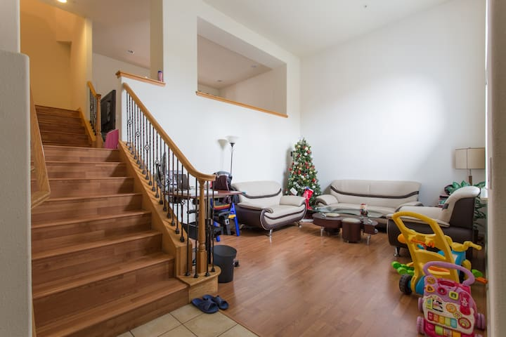 硅谷三卧室联排别墅,安全方便 - 聖克拉拉 - 連棟房屋