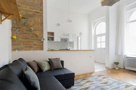 Unique apartment by Andrássy Blvd - Budapest - Apartemen