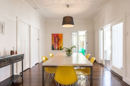 Two rooms with ensuite in classic Queenslander - Hawthorne - Dom