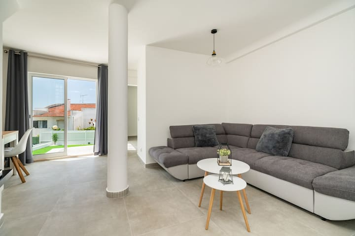 Modern 4 Bedroom Holiday Cottage near the Beach