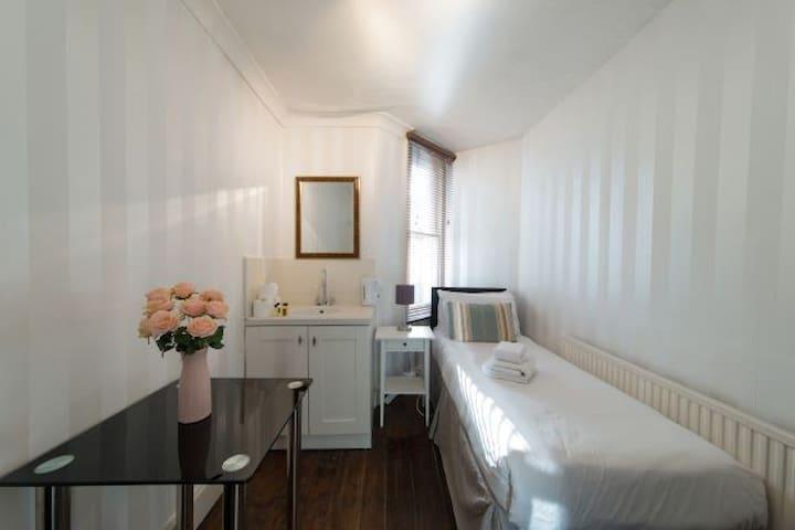 Room 15-Edith Rd · West Kensington Single bedroom 15 - Edith