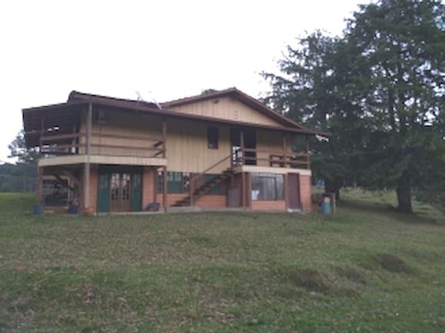 Casa Campo, próximo a rodovia, ótimo para descanso