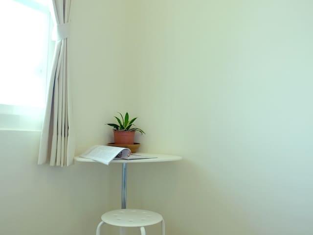 畫室公寓 - 高雄市中心 雙人床雅房 - C - Lingya District - Appartement