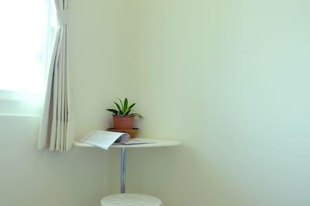 畫室公寓 - 高雄市中心 雙人床雅房 - C - Lingya District