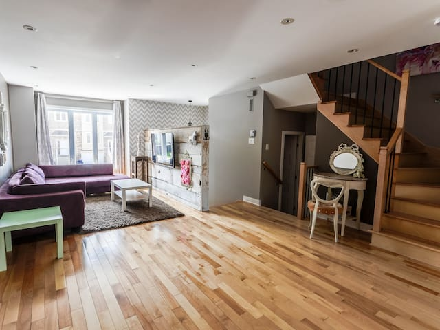 Spacious private home 25min to DT Montreal parking - Laval - Blockhütte