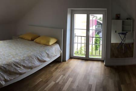 Calme, confort, espace Est. Wifi/Parking gratuit. - Neuenburg - Haus