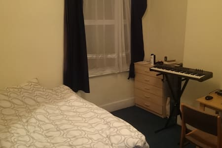 Room for 1 month in Cricklewood - Lontoo