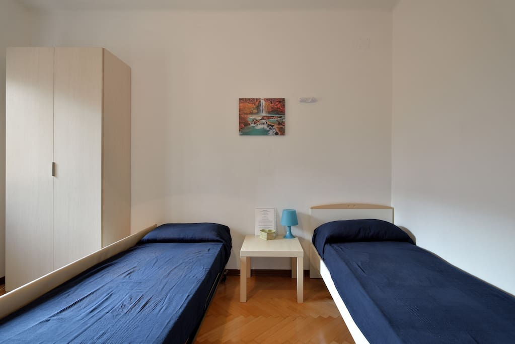 Camera per gli ospiti / bedroom for guests.