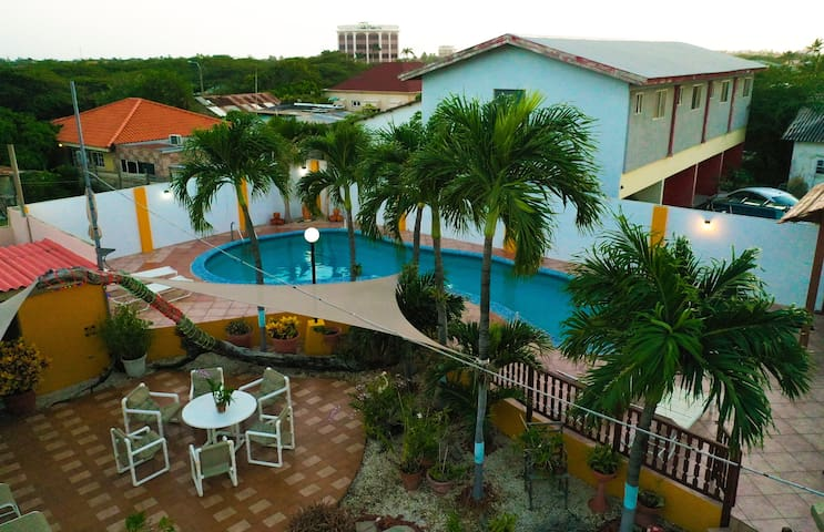 Milagro's Garden Apartments  -  Guesthouse