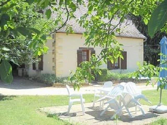 Maison Périgourdine avec piscine près du château