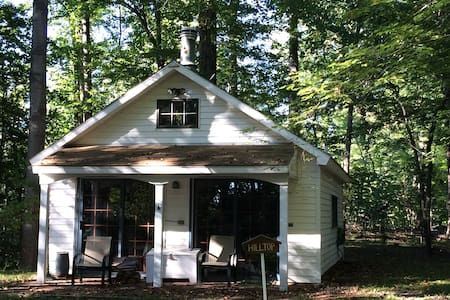 Quiet cottage on wooded property - Lusby - Domek parterowy