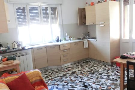 Bright comfy apartment, long stays only - Padua - Lägenhet