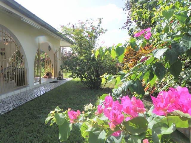 Heerlijke woning met tuin (Uitvlugt-Paramaribo) - Paramaribo