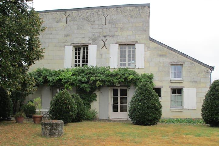 Le rez de Jardin - Villebernier - Apartament