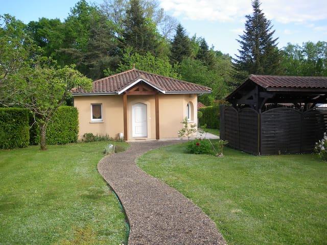 PETITE MAISON avec jardin et terrasse couverte - Coulounieix-Chamiers - Rumah