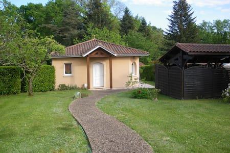 PETITE MAISON avec jardin et terrasse couverte - Coulounieix-Chamiers - Hus