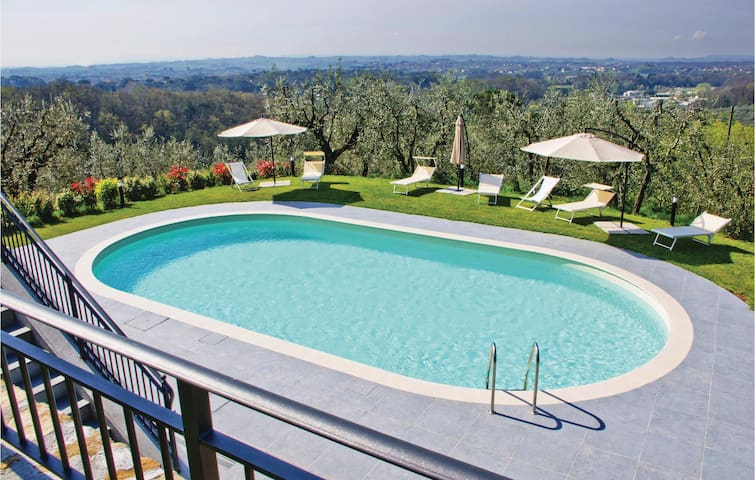 Holiday apartment with 2 bedrooms on 75m² in Lamporecchio PT