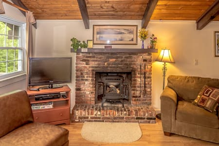 Cozy European Style Chalet (Unit B) - Intervale - Chalet