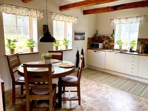 Hönshuset som blev modern lägenhet på gård