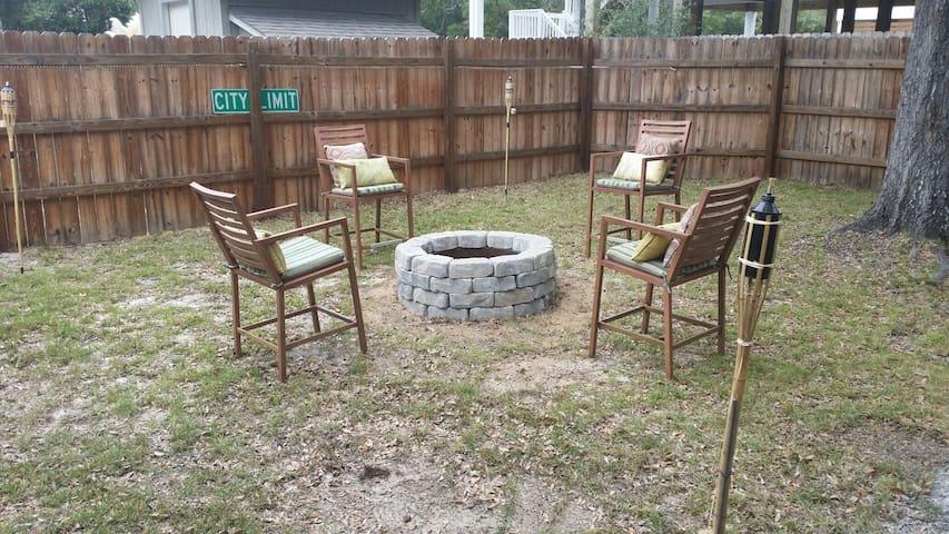 Backyard/Firepit