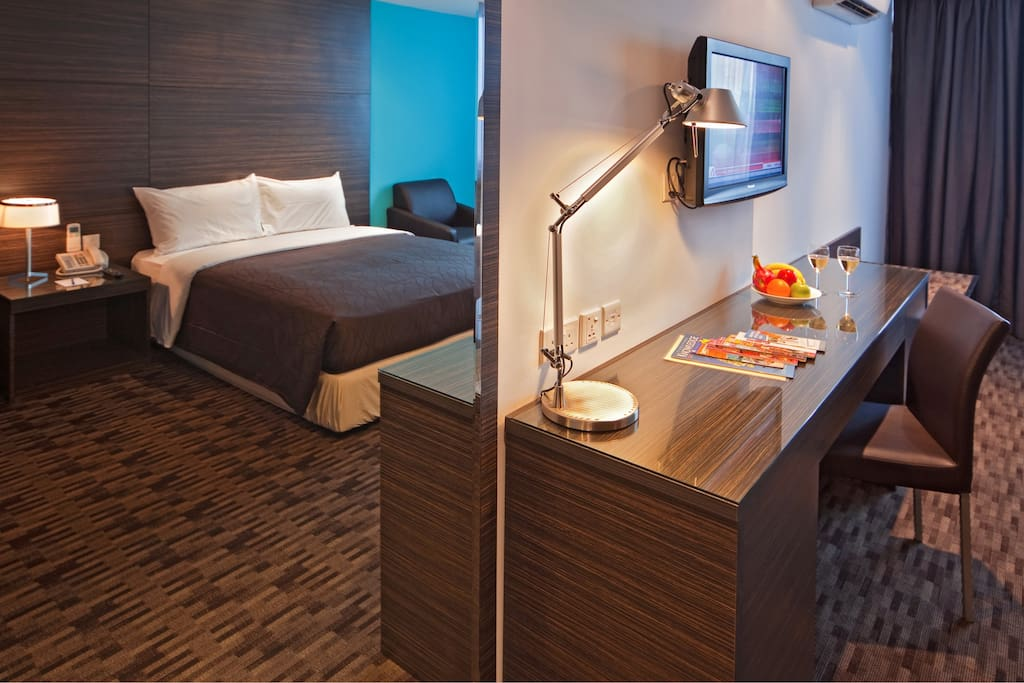 Bedroom with queen-sized bed, LCD TV with cable and working space for business traveller