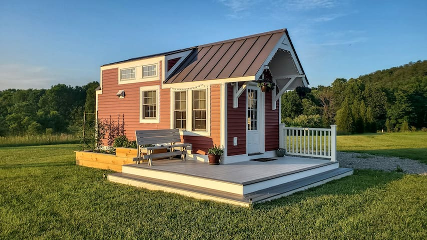 Luxury TinyHouse on Homestead and Wildlife Habitat