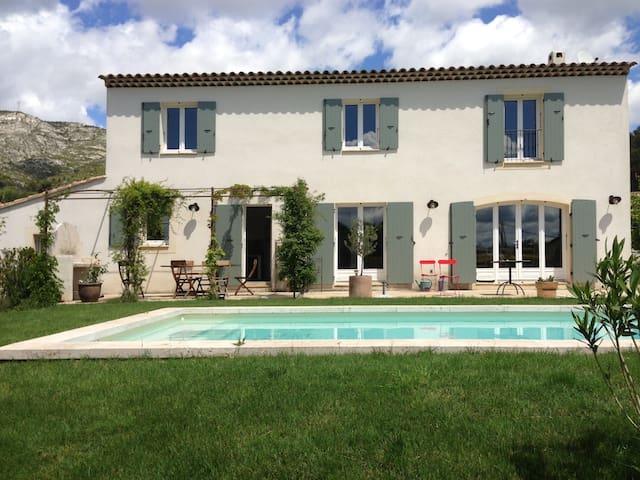 Mas Provençal avec piscine - Puyloubier - House