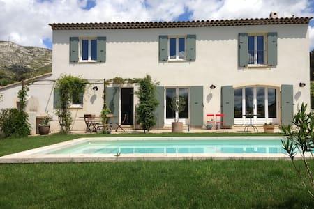 Mas Provençal avec piscine - Puyloubier - Hus