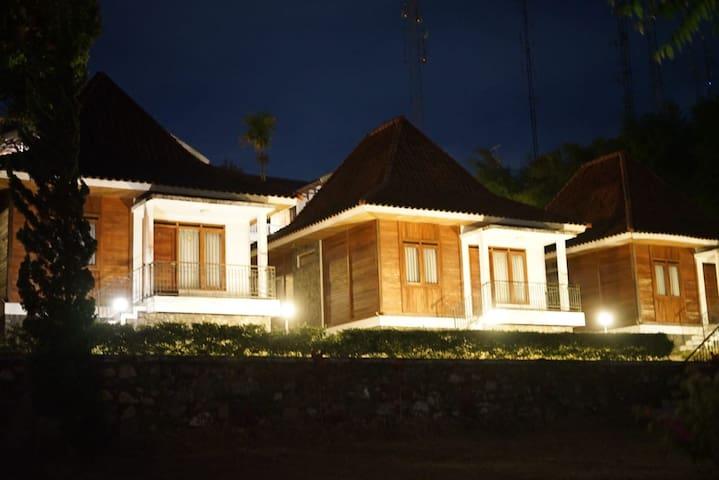 Villa Putih Lembang - 2 Bedrooms Bungalow (1)