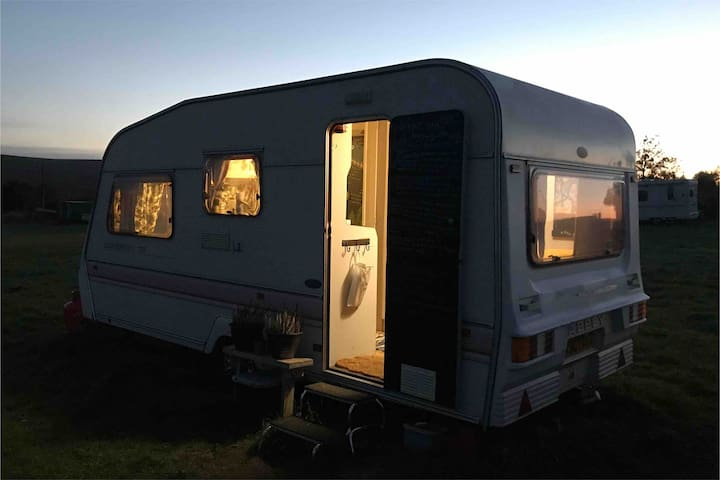 Langsett View Caravan - Cosy vintage 4-berth