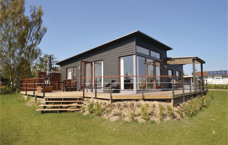 Holiday cottage with 4 bedrooms on 105 m² in Bogø By
