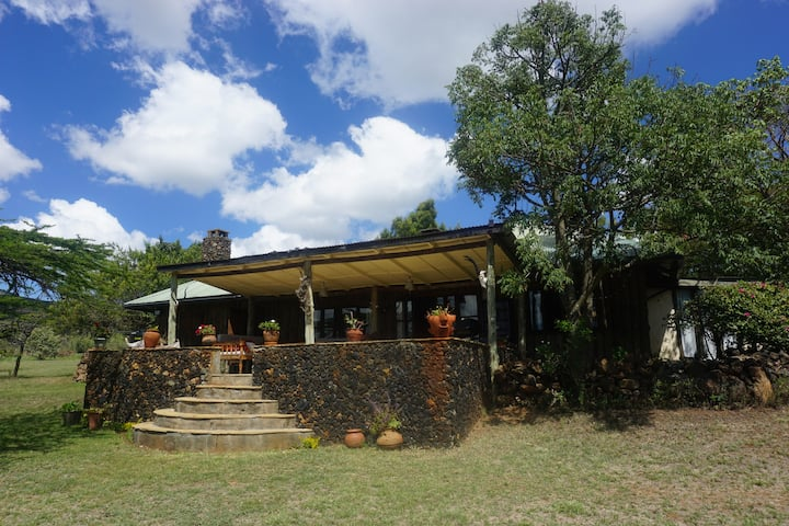 Homey & Comfy Log Cabin, Greenpark, Naivasha