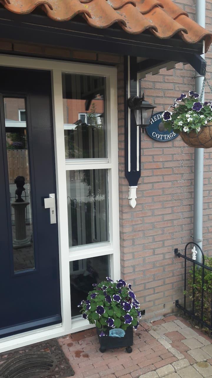 Hedgehog Cottage B&B close to schiphol & Amsterdam