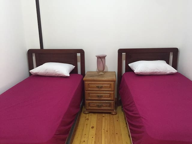 Double Room in a Sunny Cozy apt. in Digla