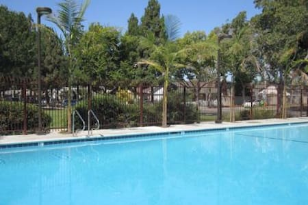 Pool OPEN-Save $$ Aug-Pets ok,Clean/AC/Yd/Grg/Wifi