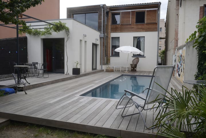 Pretty House & Salted Warmed Swimming Pool