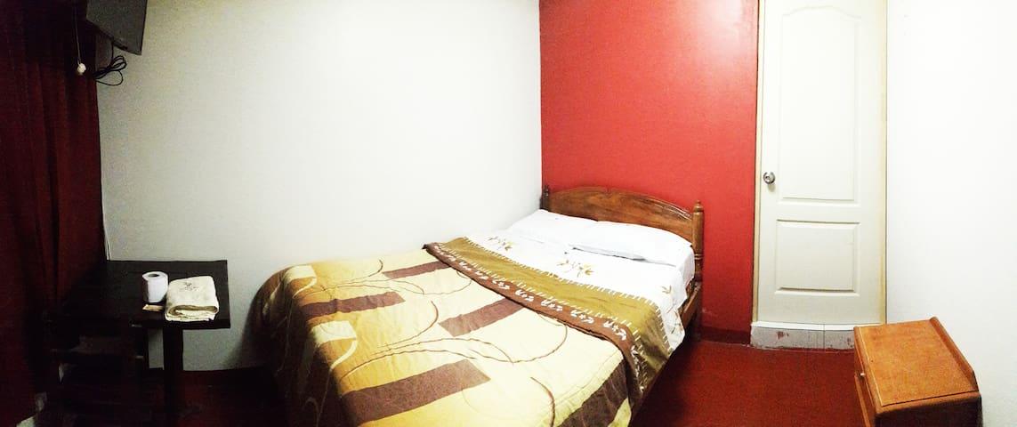 Hostal Wiracocha - Habitacion Matrimonial