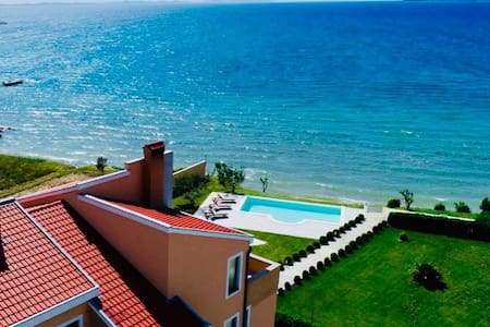 "Apartment ""Vesna"" by the sea #1"